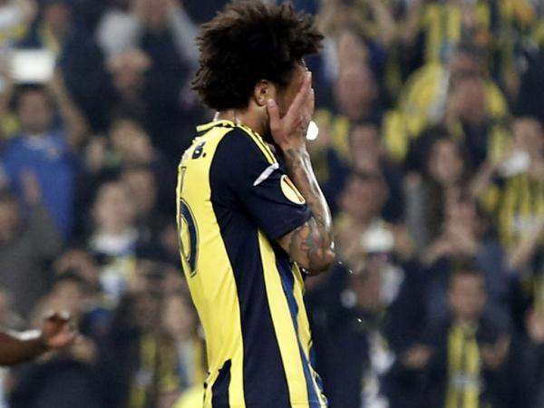 PSV de Arias e Schaars bateu Fenerbahçe de Alves e Meireles