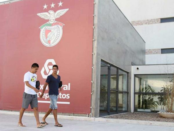 Benfica: Enzo Pérez, Pizzi e Nélson Oliveira convocados
