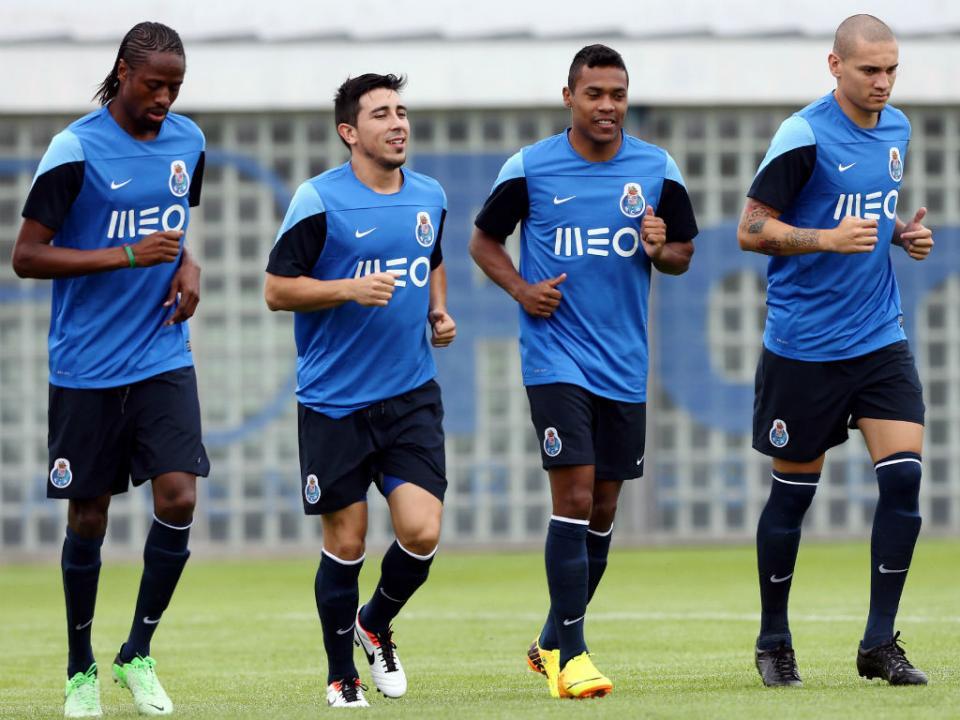 P. Ferreira-FC Porto: Maicon no lugar de Mangala