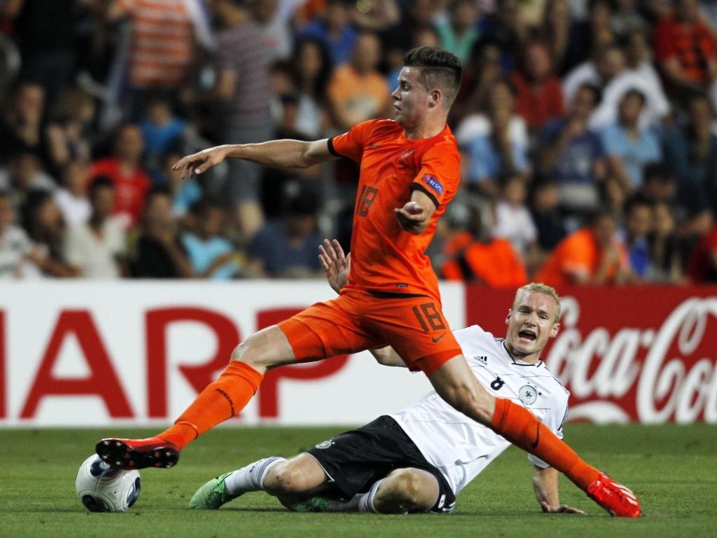 Chelsea anuncia Van Ginkel, mais um reforço para Mourinho