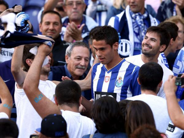 Diego Reyes abre espaço ao regresso de Mangala