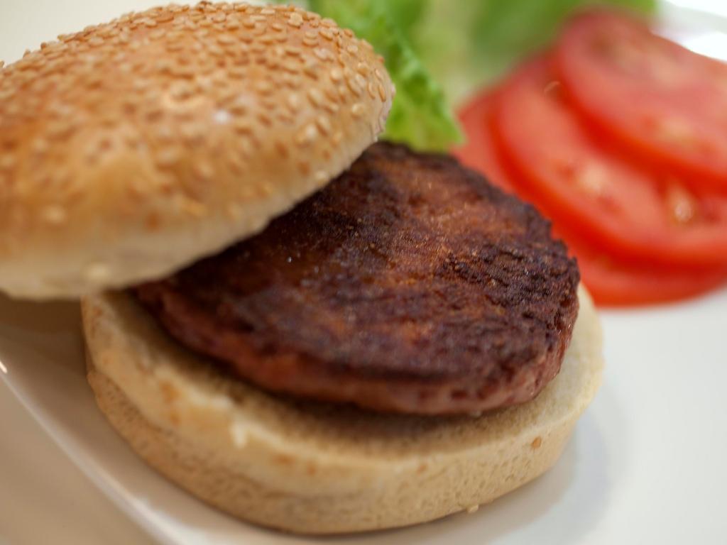 Federação Inglesa pede explicações a clube por bónus em hambúrgueres