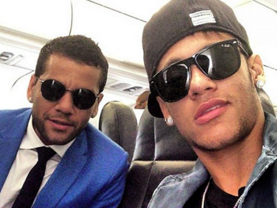 Dani Alves revela conversa com Neymar: «Deixar de ser 'moleque' e ser homem»