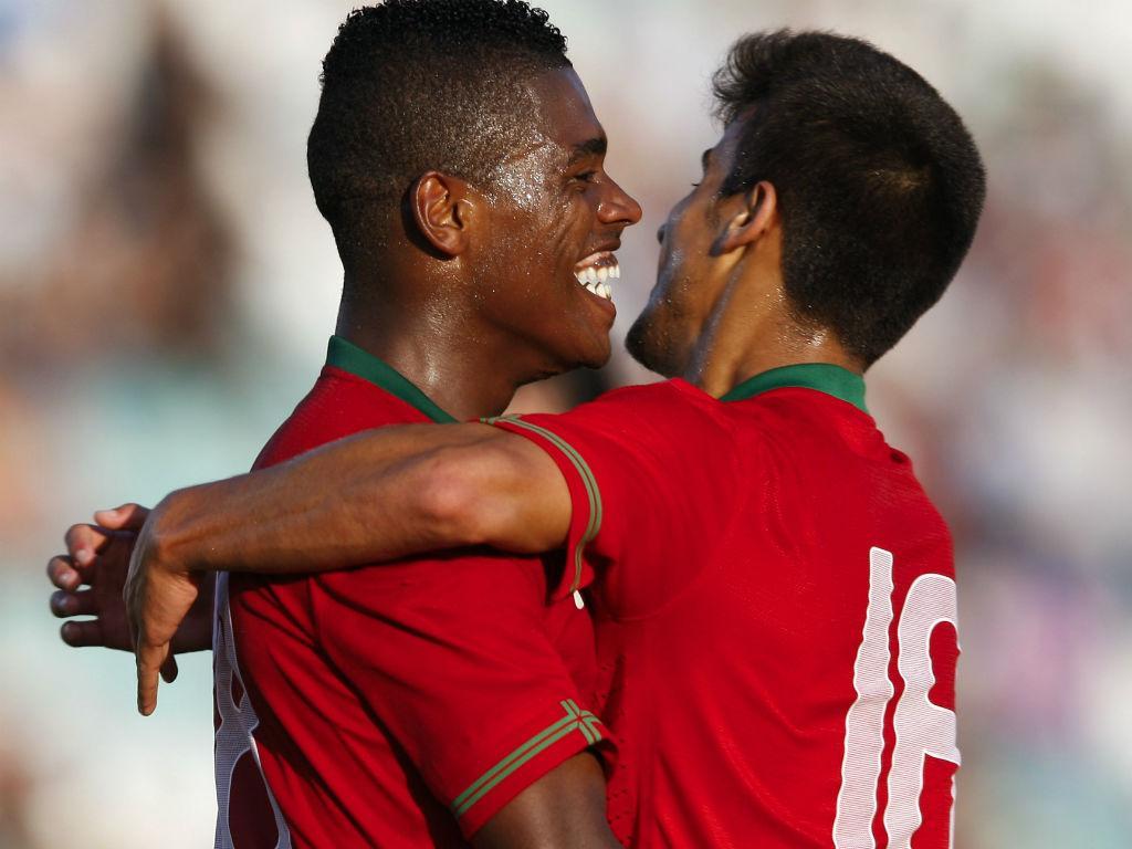 Ivan Cavaleiro e Tiago Silva celebram golo do primeiro (LUSA)