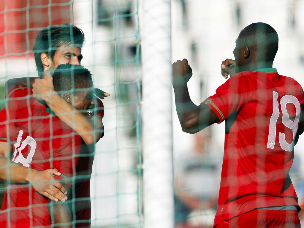 André Gomes e Ivan Cavaleiro celebram no Portugal-Suíça em sub-21 (LUSA)