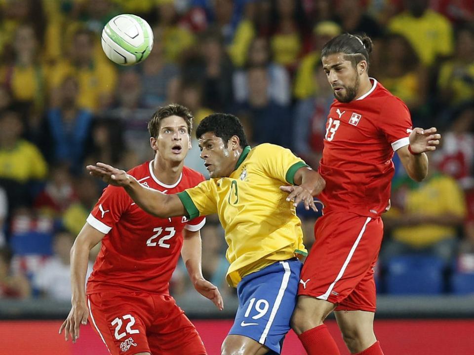 Brasil: Hulk e Dani Alves falham Austrália e Portugal
