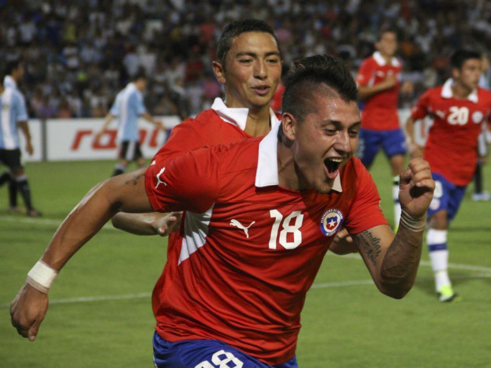 Primeiro jogador chileno do Benfica aprova Castillo