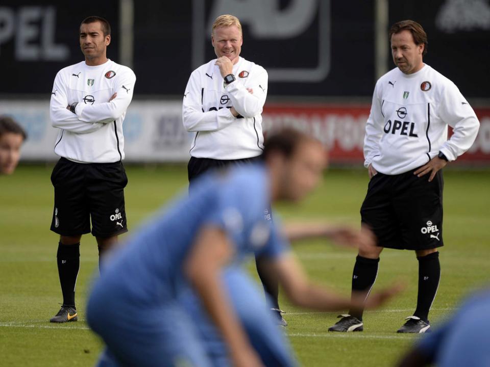 Van Bronckhorst vai ser promovido a treinador principal do Feyenoord