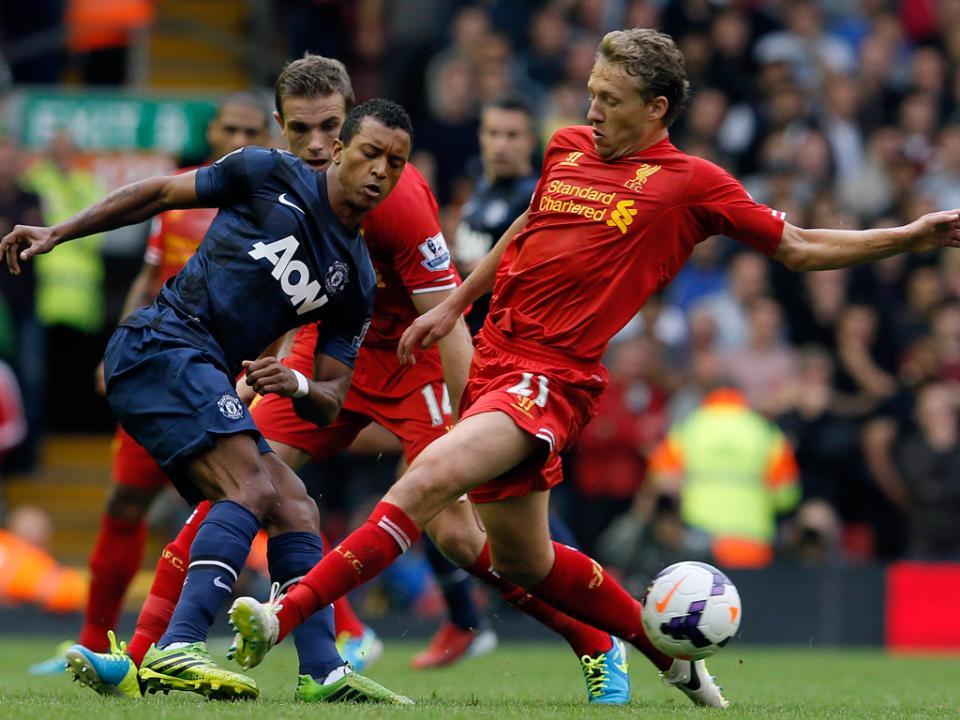OFICIAL: Nani renova por cinco anos com o Manchester United