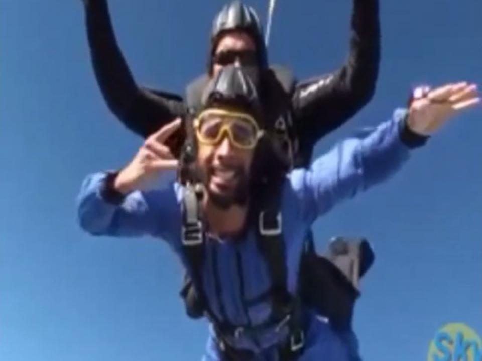 Assou-Ekotto partilha vídeo a saltar de avião