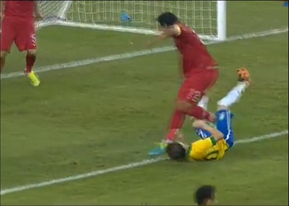 Também Bernard sofreu com a impetuosidade de Bruno Alves