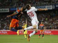 Zlatan Ibrahimovic do PSG, desafia Vitorino Hilton de Montpellier, durante o jogo da Primeira Liga Francesa, no estádio Mosson em Montpellier (Reuters)