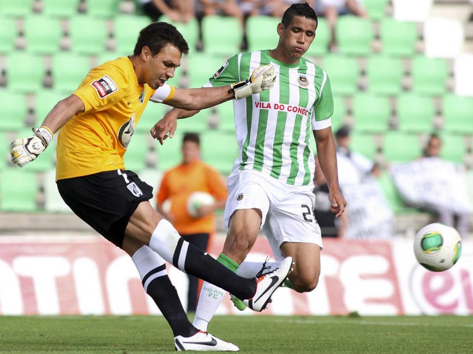 V. Guimarães: Douglas é baixa para o Sporting, Moreno em contrarrelógio