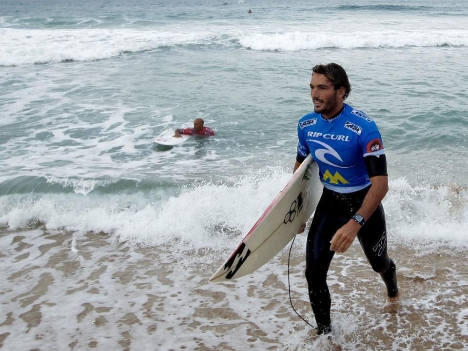 Surf: Frederico Morais passa à terceira ronda na África do Sul