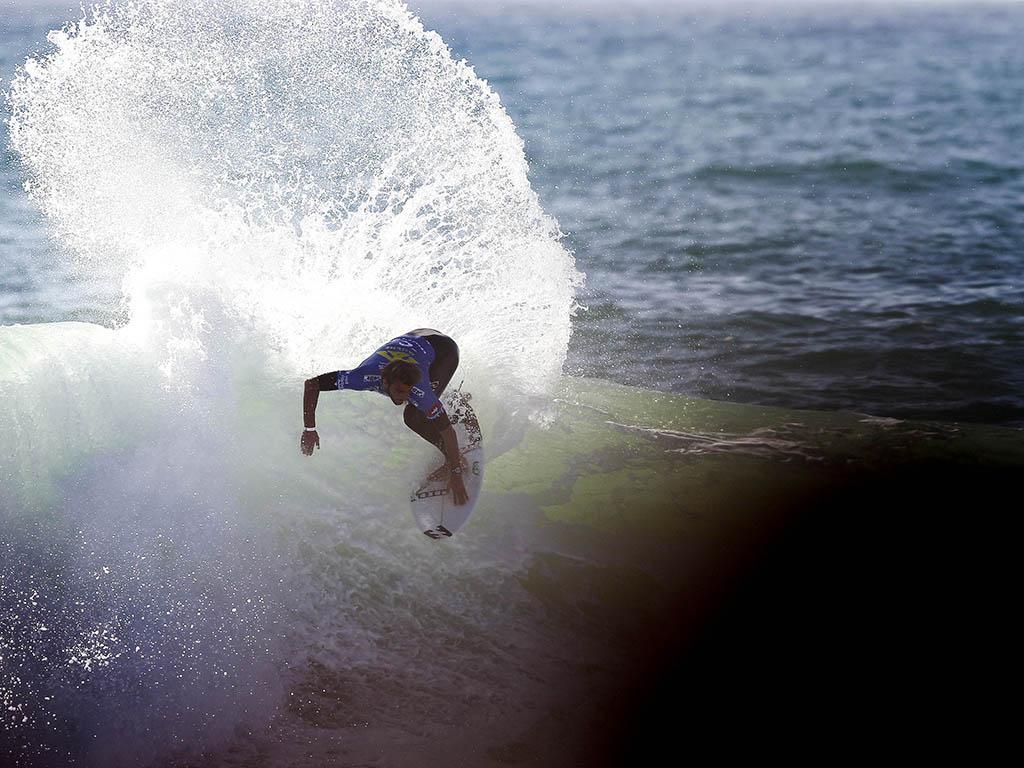 Circuito Mundial De Surf : Surf tiago pires felicita kikas pela chegada ao circuito
