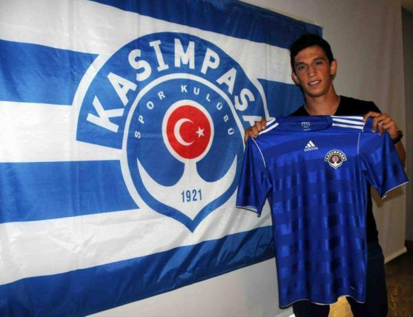 OFICIAL: Castro assina com o Kasimpasa até 2017