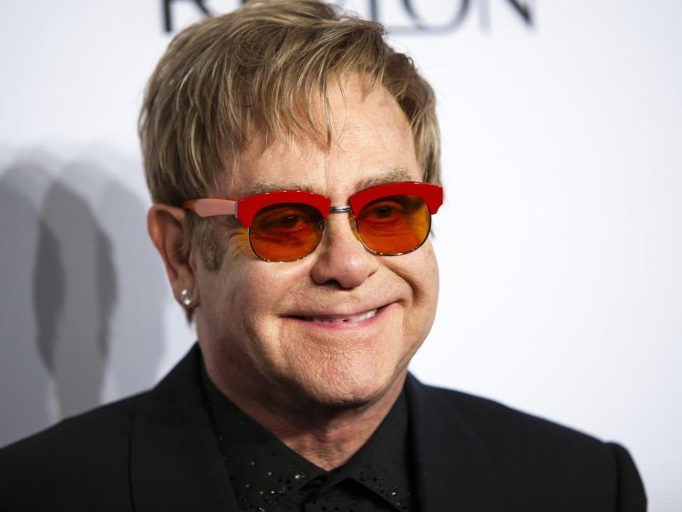 Inglaterra: Deeney fala do «telefonema surreal de Elton John»