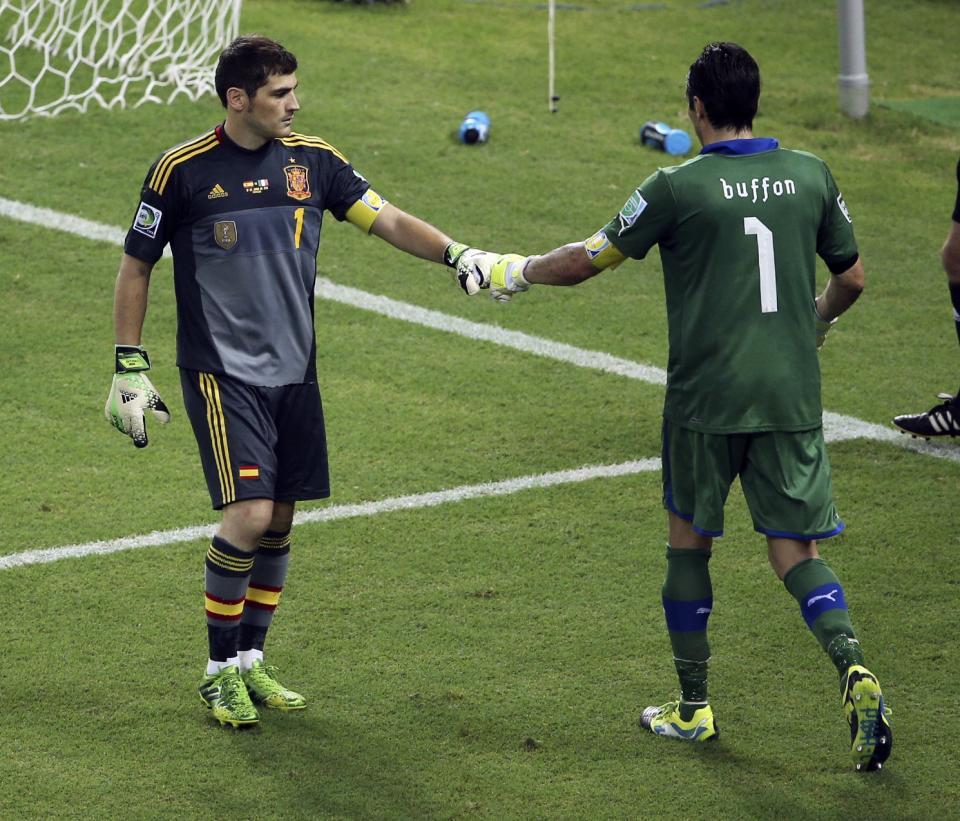 Depois de Higuaín, Casillas em conversa com Buffon no Twitter