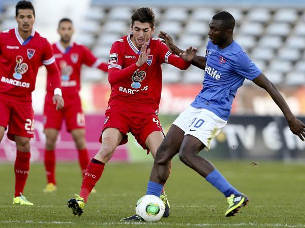 OFICIAL: Diakité troca Belenenses por Benfica de Luanda