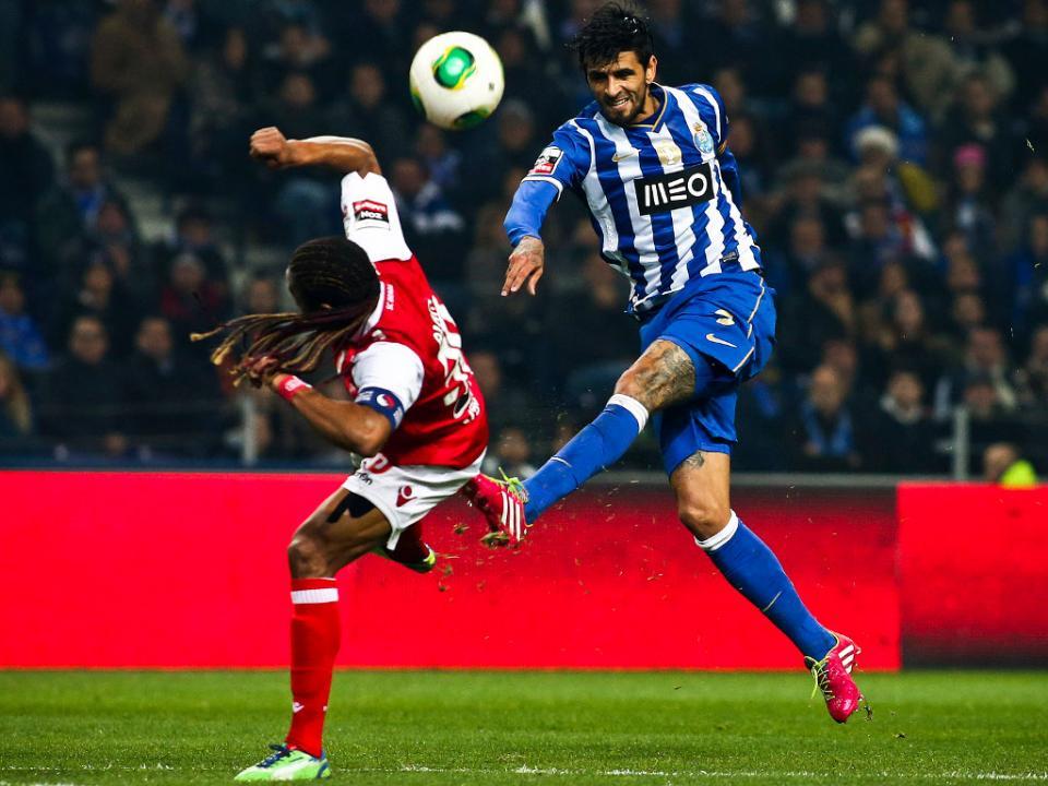 Lucho Gonzalez: «Tinha a ideia de acabar a carreira no FC Porto»