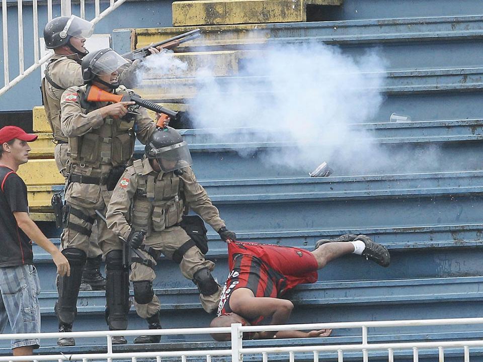 ecb4078e50 Morte no estádio  as causas da violência no futebol brasileiro