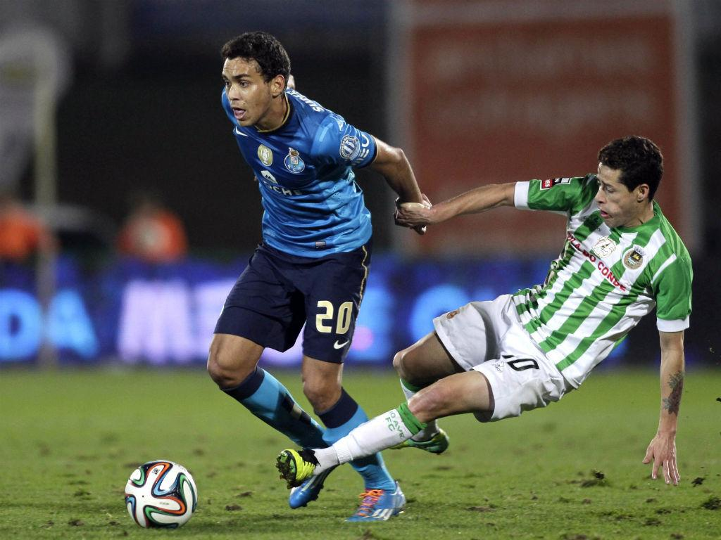 OFICIAL: FC Porto cede Carlos Eduardo ao Nice