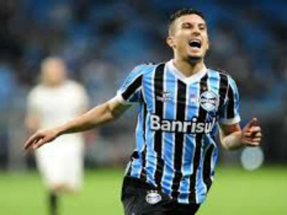 OFICIAL: Alex Telles no FC Porto por 6,5 milhões de euros