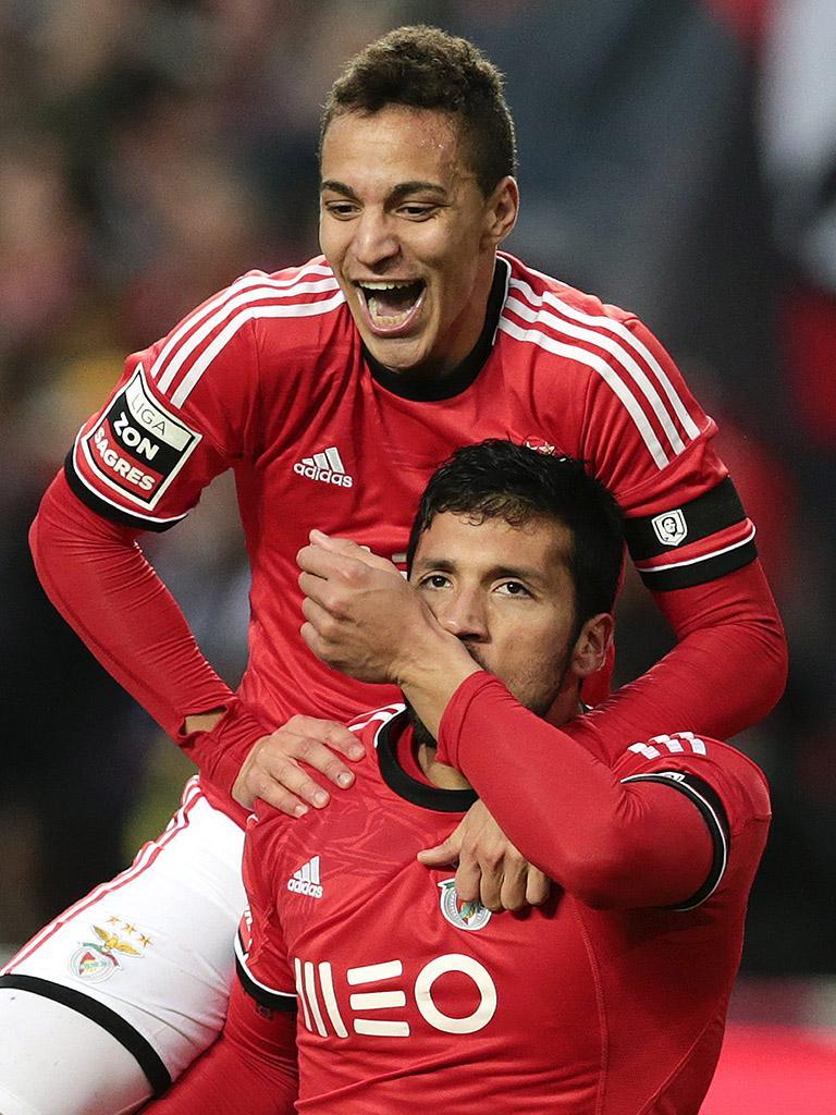 Rodrigo e Garay foram os autores dos golos na vitória encarnada / Fonte: Lusa