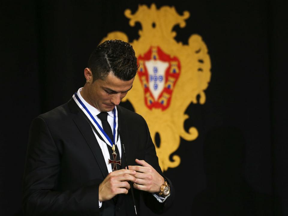 191bdfd19a Cristiano Ronaldo  a colecionar prémios desde 2004