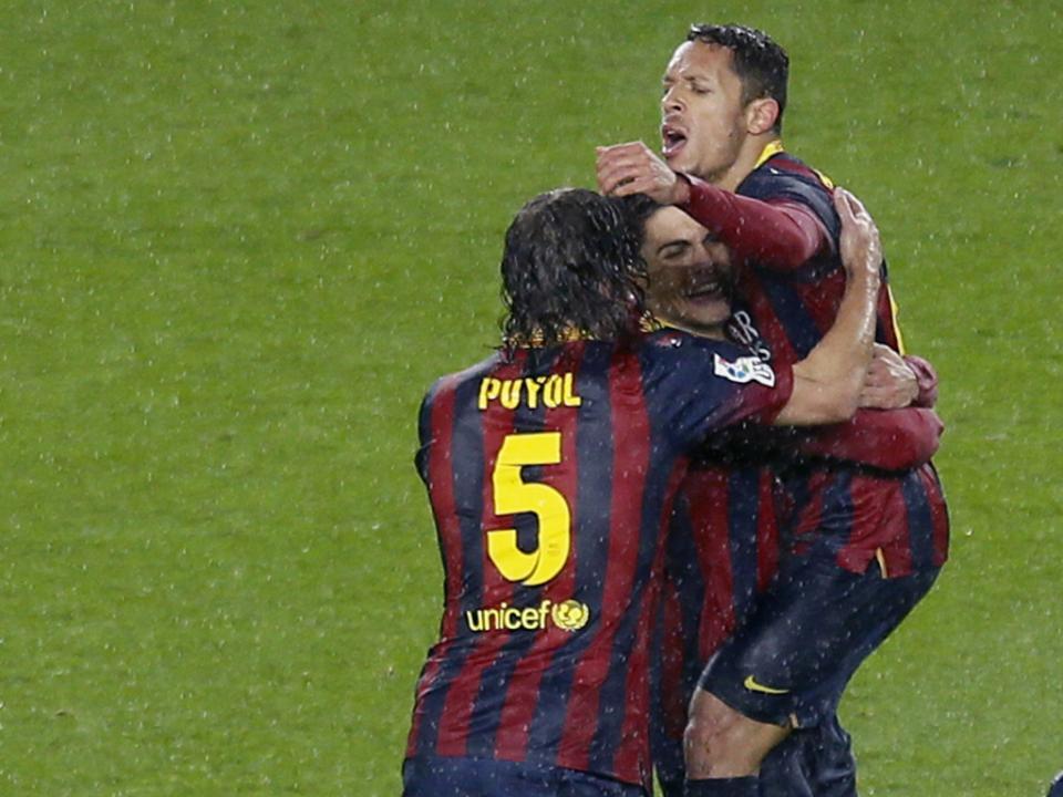 Besiktas anuncia negociações com Barcelona por Adriano