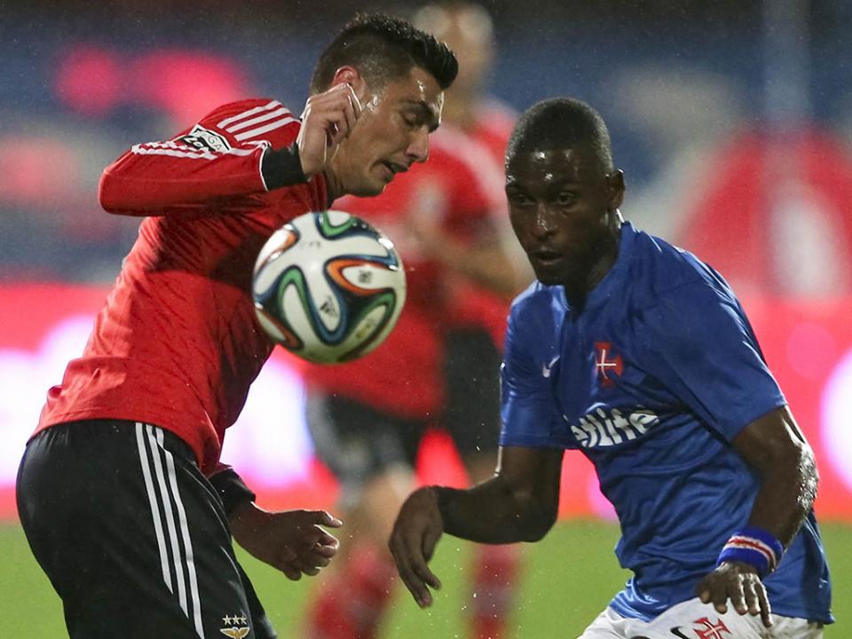 Defesa formado no Benfica vai jogar na Eslováquia