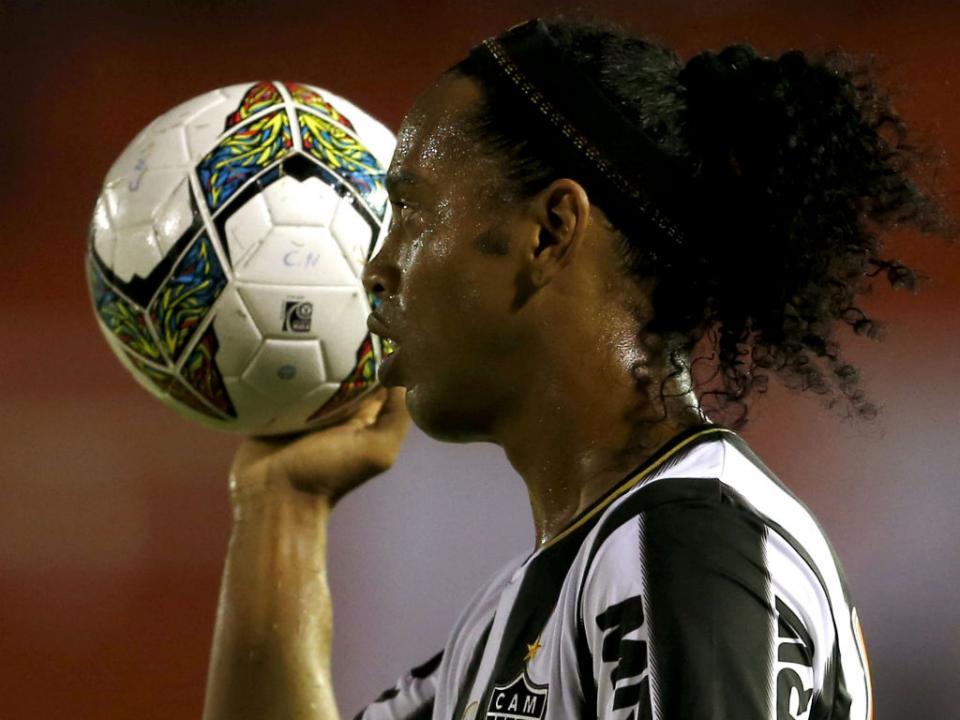 Ronaldinho nunca treinou à experiência no Estrela da Amadora
