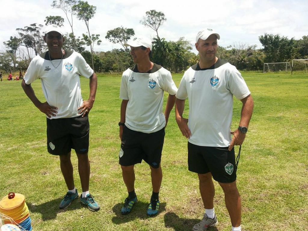 Jacarés, cobras e futebol: as aventuras de um português