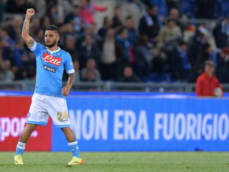 Nápoles bate Fiorentina e apanha a Juventus