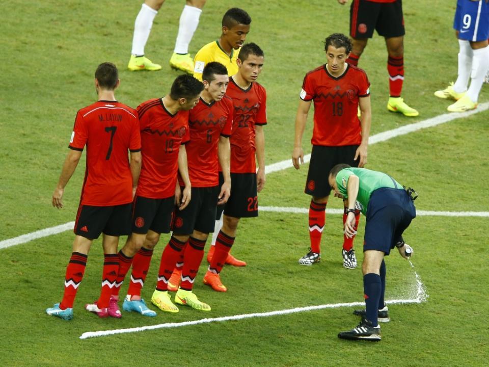 Alegado criador do spray dos árbitros exige 84 milhões à FIFA
