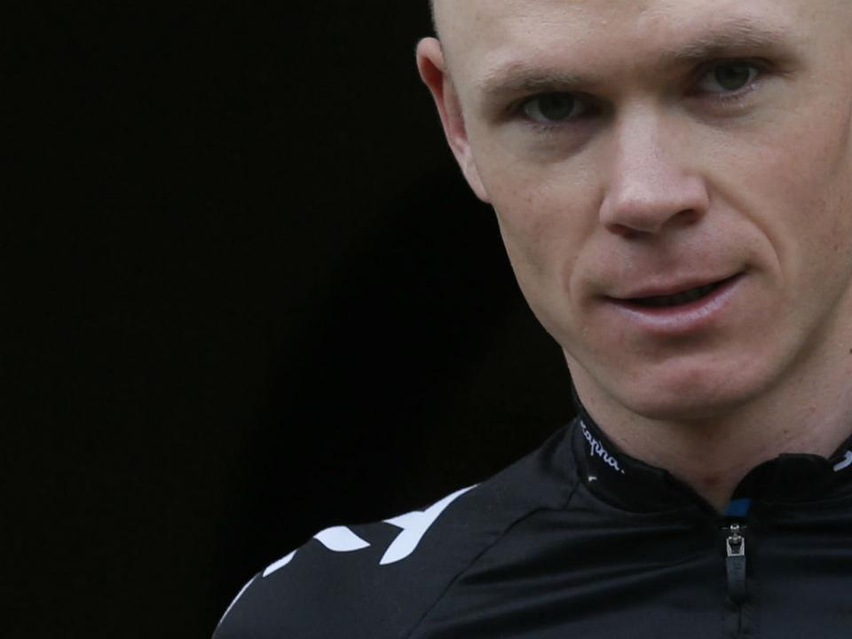 Tour: favorito Chris Froome cai na aproximação ao final da etapa