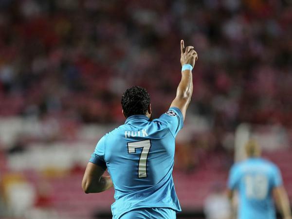 Bomba de Hulk reforça liderança do Zenit antes do Benfica