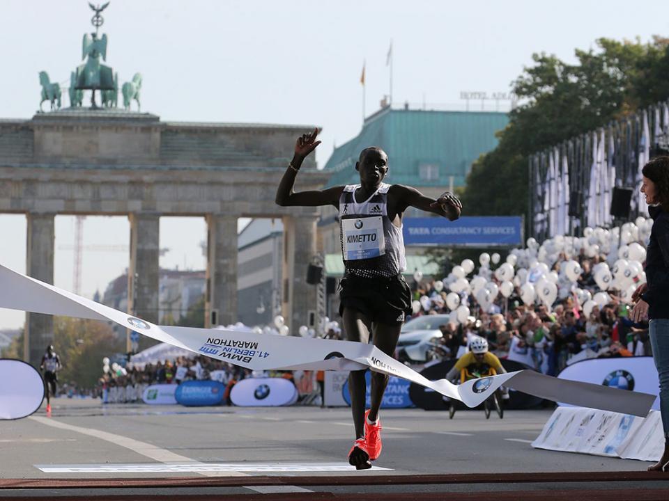 Polícia impede ataque com facas na meia-maratona de Berlim