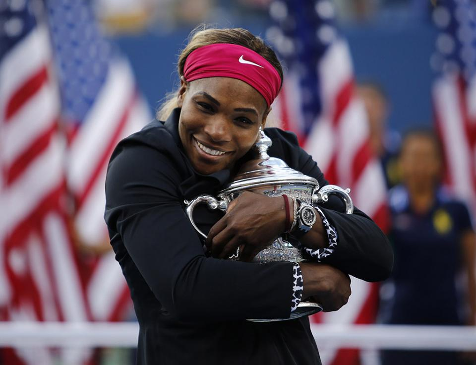 Serena Williams vinga-se de Halep e alcança recorde de Seles
