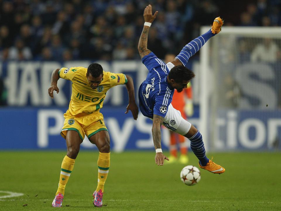 Sporting recebido por uma centena de adeptos após a derrota com o Schalke