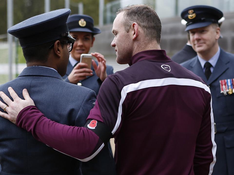 Wayne Rooney terá sido detido a conduzir embriagado