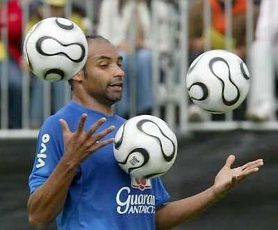 Itália: Emerson rescinde com o Milan por «motivos pessoais»