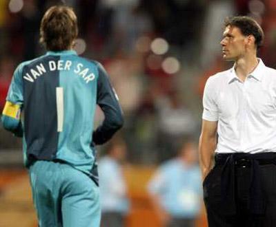 Van der Sar recusa regressar à selecção