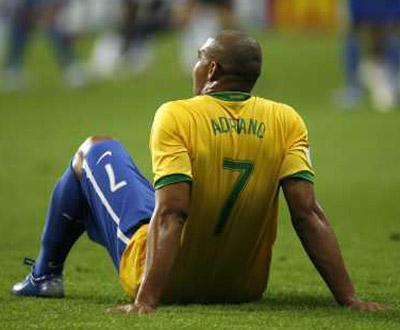 Dunga: «Adriano precisa de reencontrar a felicidade»