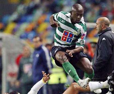 Inglaterra: Douala (ex-Sporting) assina pelo Plymouth