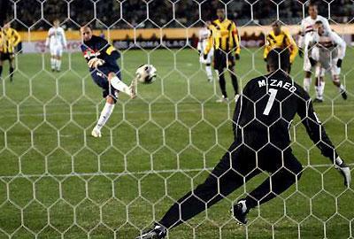 Brasil: guarda-redes Ceni marcou 89º golo da carreira (vídeo)