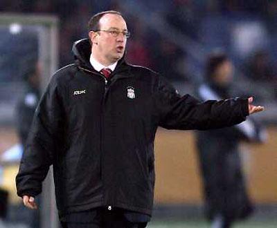 Benitez goleou Real Madrid e Man Utd, mas não se impressiona