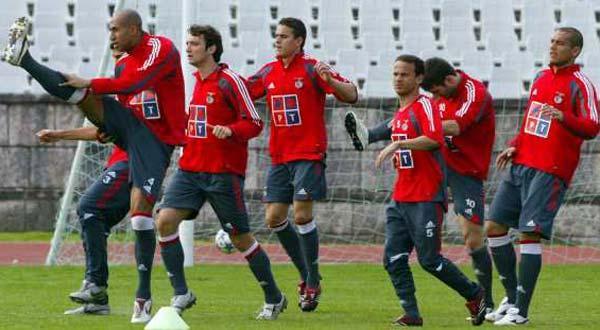 Benfica prepara jogo com o Barcelona sem Nuno Gomes
