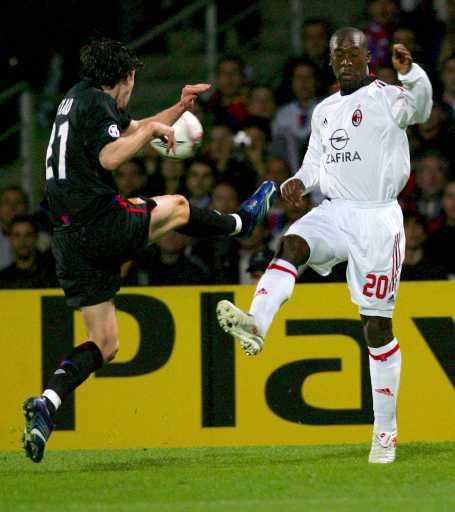 Liga dos Campeões: Tiago brilha no empate entre Lyon e Milan