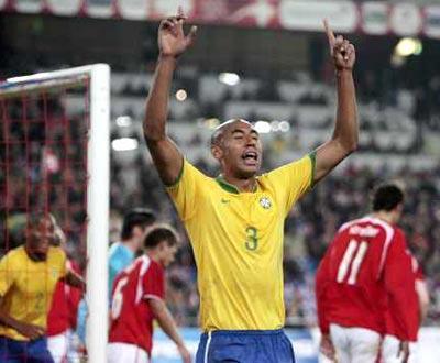 Brasil: Dunga chama Luisão para jogos com Equador e Peru